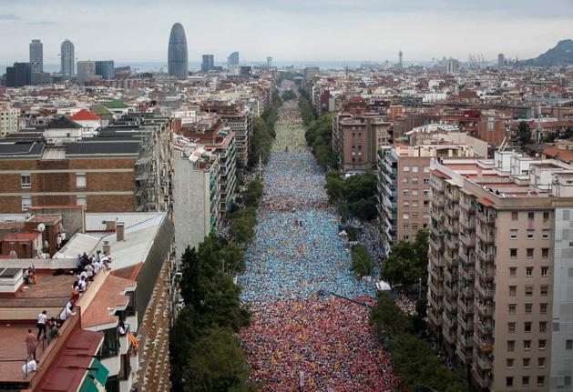 Plusieurs centaines de milliers de personnes lors de la manifestation de la « Diada de Catalunya » du 11 septembre 2015 dans les rues de Barcelone - Crédit EFE