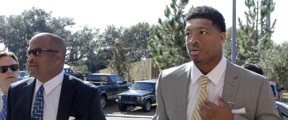 Jameis Winston et son avocat. Credit AP Photo/Don Juan Moore