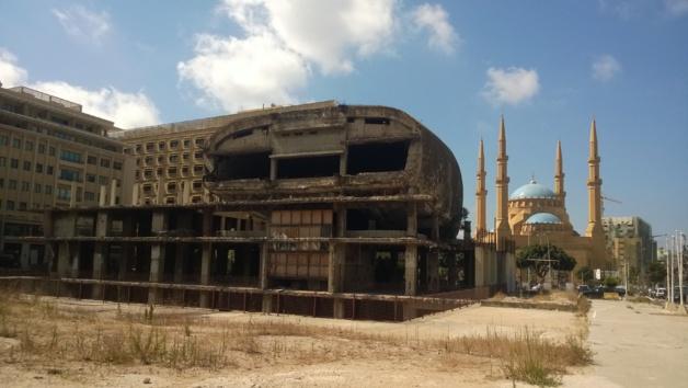 El Huevo, o la Cúpula, fue el primer y más grande cine del Líbano en los años 50. Durante la guerra civil, la mayor parte de la construcción fue destruida. Créditos Salomé Ietter