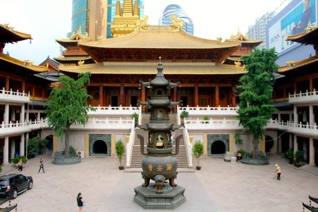 L'intérieur du temple de Jing'an, « Temple de la Paix et de la Tranquillité », temple bouddhiste situé sur la Rue de Nankin - Crédit Eugénie Rousak