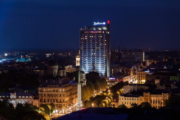 Il lussuoso hotel Radisson Blu a Riga. Fonte latvianchamber.co.uk