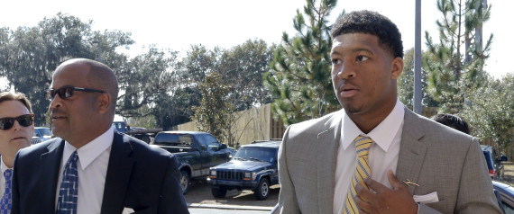 Jameis Winston y su abogado. Crédito AP Photo/Don Juan Moore