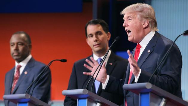 Crédit Chip Somodevillia / Getty Images - Ben Carson, Scott Walker et Donald Trump lors d'un des débats de la primaire républicaine
