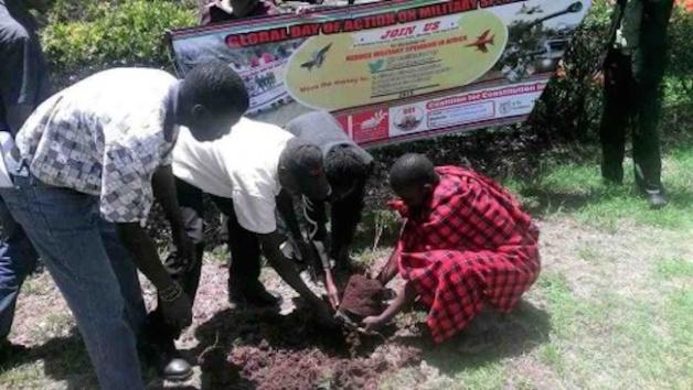 « Je planterai des arbres pour combattre le changement climatique »  Action de l'édition 2015 des GDAMS à Nairobi, Kenya. Crédits : IPB