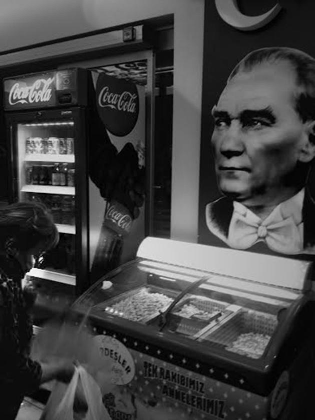 Une représentation du président Atatürk dans une boulangerie. Crédit : Chloé Marchal