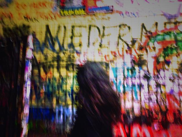 Inconnue sortant du bar The Clash à Kreuzberg. Crédits : Chloé Marchal