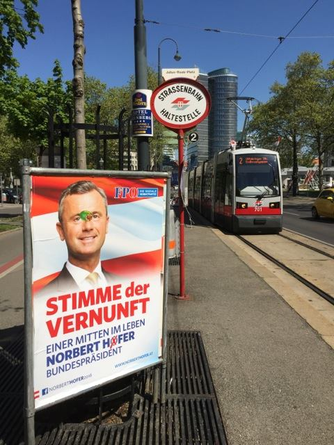 Une affiche de la campagne 2016 du FPÖ. Crédit Flora Vicens.