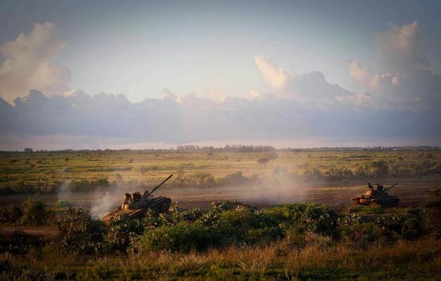 La Misión de la Unión Africana en Somalia (AMISOM) y el ejército somalí durante una operación anti Al-Shabbaab. Crédito: Flickr – United Nations.