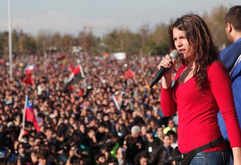 Camila Vallejo, étudiante et activiste politique chilienne, militante des Jeunesses communistes du Chili, lors d'une manifestation étudiante à Santiago du Chili, août 2011 | Credit Photo --- DR
