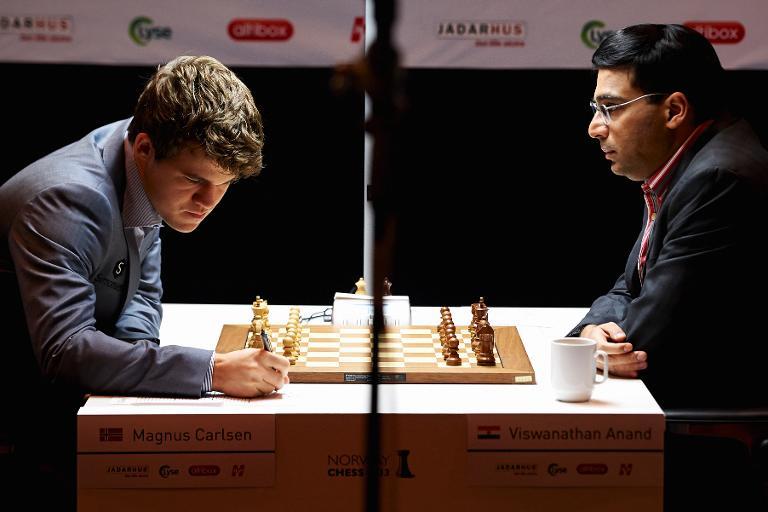 Le Norvégien Magnus Carlsen et l'Indien Viswanathan Anand    Crédits photo -- NTB Scanpix / AFP / Kent Skibstad