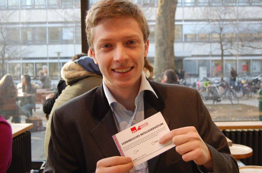 Till Warning mit seinem Stimmzettel für die interne Abstimmung | Credits photo -- Till Warning