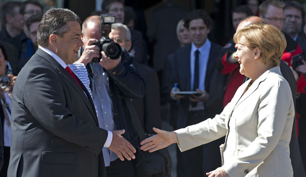 Sigmar Gabriel, leader du SPD, et Angela Merkel |  Crédits Photo --  AFP