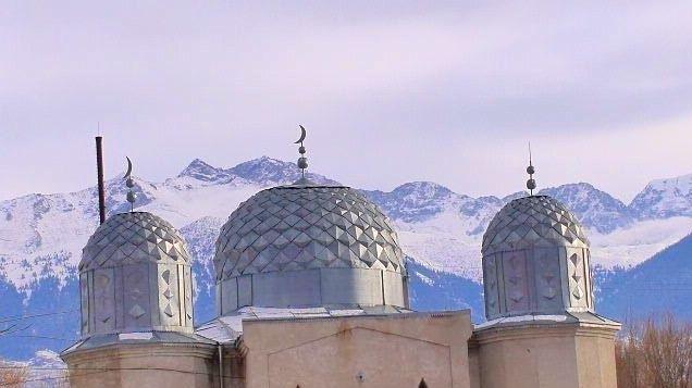 Mosquée, village de Barskoon, Kirghizstan. Crédit : Francekoul.com / Novastan.org