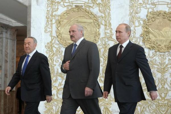 Les présidents Nazarbayev, Loukachenko et Poutine à l'occasion de la réunion du haut conseil économique eurasiatique, le 29 avril 2014. Crédit : Kremlin.ru