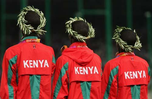 Podium 100% kenyan à Athènes 2004. Kemboi, Kipruto, Koech / © Andy Lyons