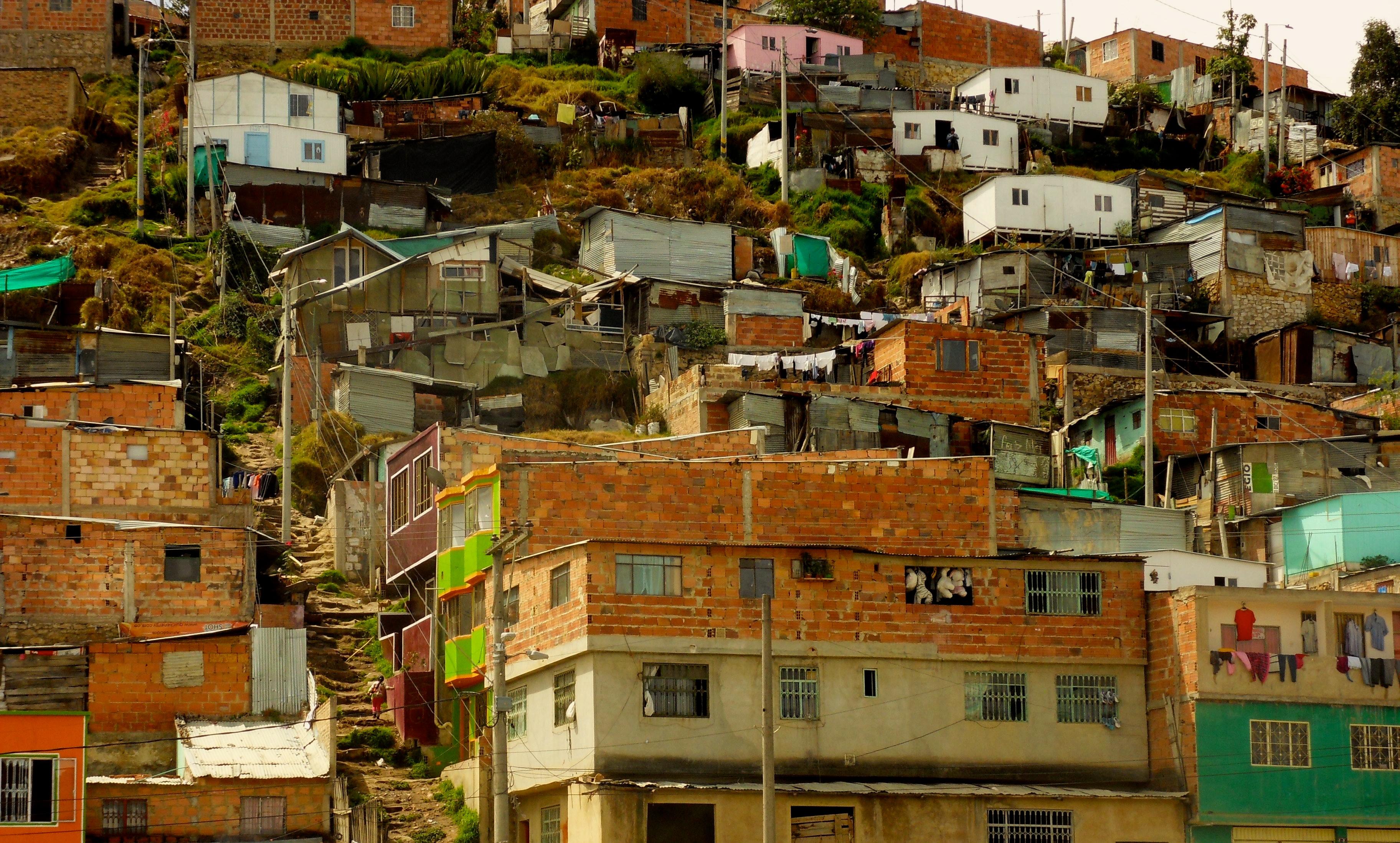 Pauvretu00e9 et informalitu00e9  ces quartiers oubliu00e9s de Bogota