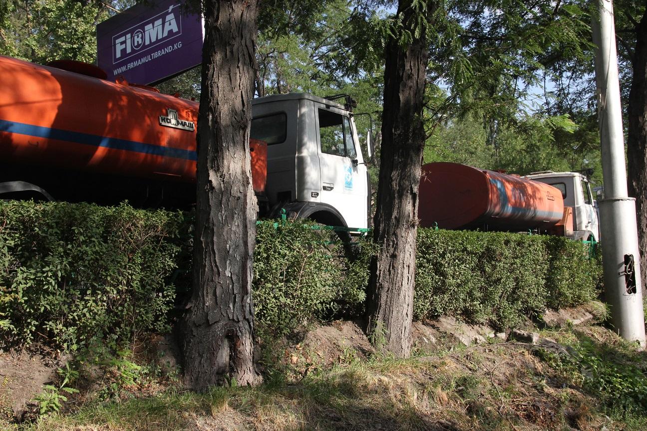 Les camions citernes circulent à Bichkek Crédit : Novastan.org