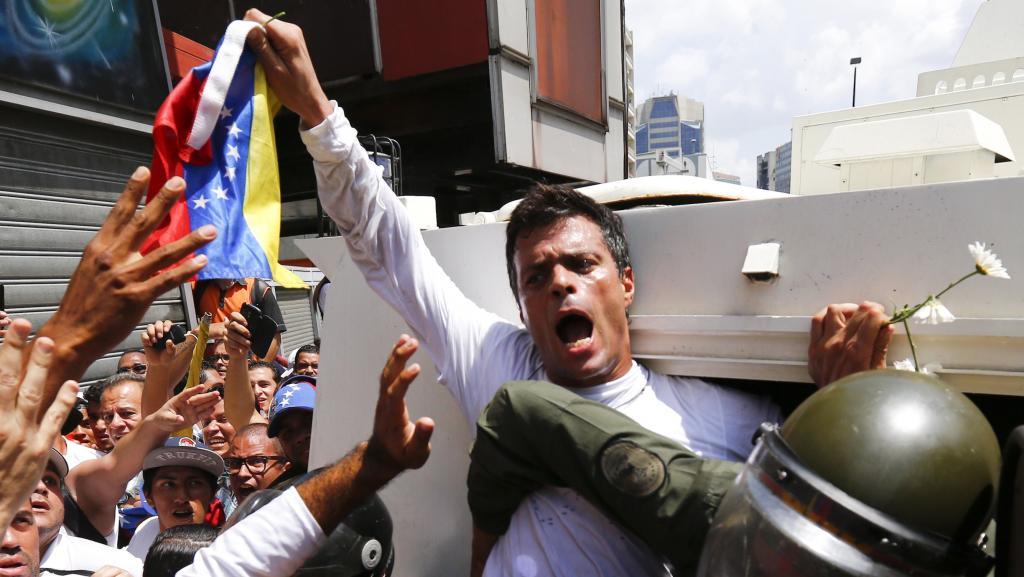 Leopoldo López lors de son arrestation, le 18 février 2014   © Reuters
