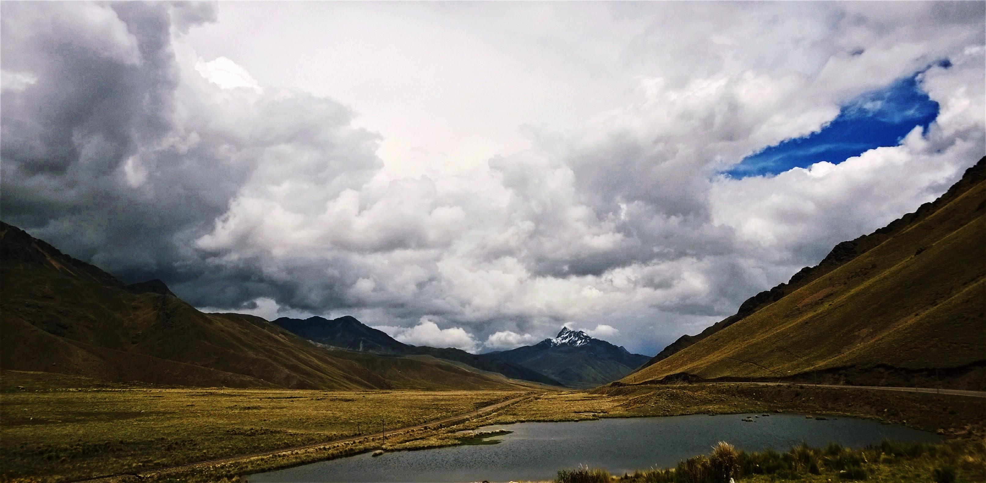 Le passage du col de la Raya, 4313 mètres d'altitude, sur la route Cuzco – Puno. Crédit Salomé Ietter