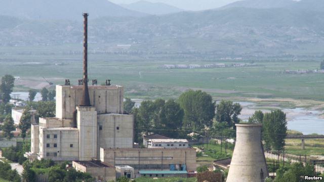 Complexe nucléaire de Yongbyon avant la démolition d'une tour de refroidissement. 27 juin 2008. Crédit Reuters