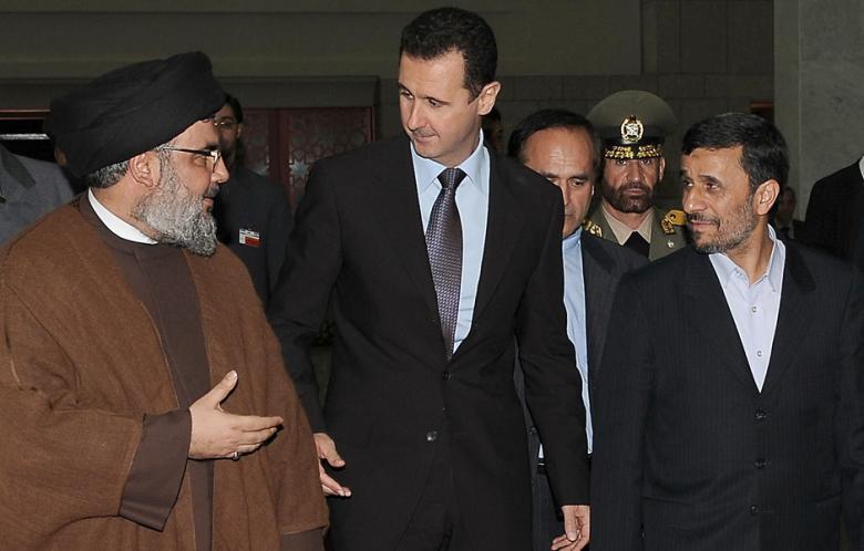 crédit AFP – Archives : Hassan Nasrallah, Bashar al-Assad et Mahmoud Ahmadinejad en 2010