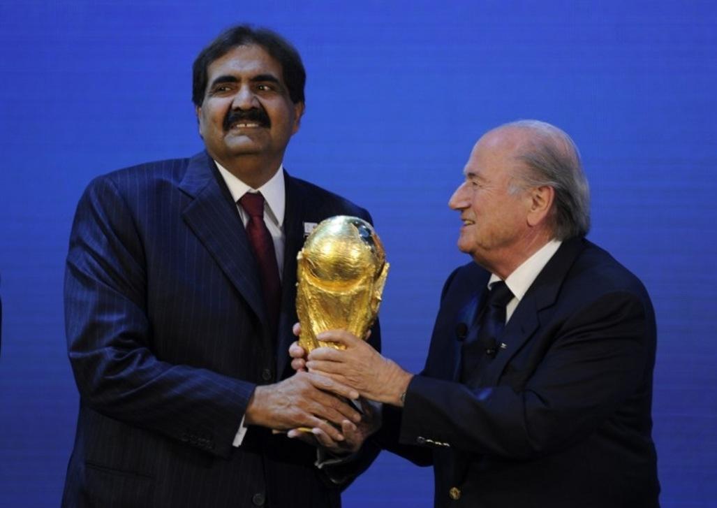 L'émir du Qatar, Cheikh Hamad bin Khalifa Al-Thani, aux côtés du président de la FIFA Joseph Blatter. Crédit AFP/Philippe Desmazes
