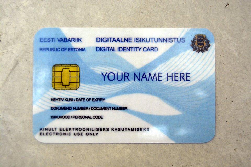 Chaque estonien reçoit à 15 ans une carte d'identité digitale qui lui permettra de voter par internet. Crédit Auriane Guiot