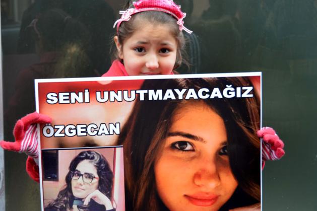 "Abaca Press – Oezgecan, a vítima ""estopim"" das manifestações"