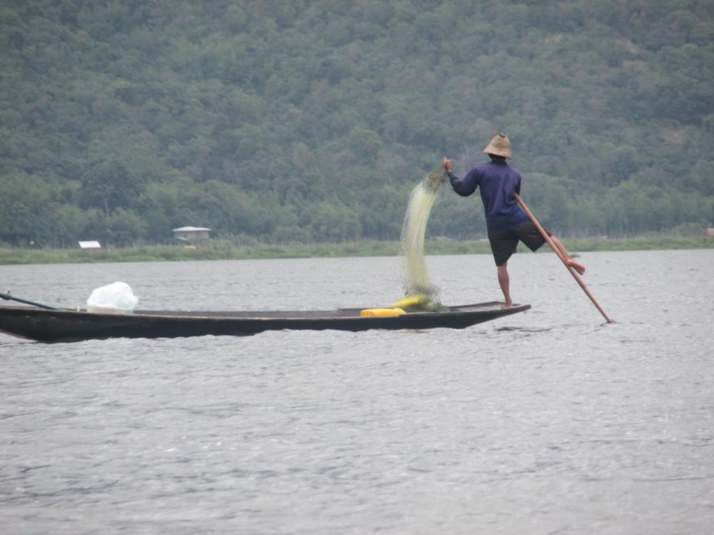 Pêcheur unijambiste au Lac Inle. Crédit : Gemma Kentish