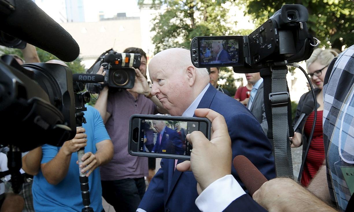 Le sénateur Mike Duffy arrive au tribunal d'Ottawa pour son procès pour fraude et corruption. Crédit Chris Wattie/Reuters