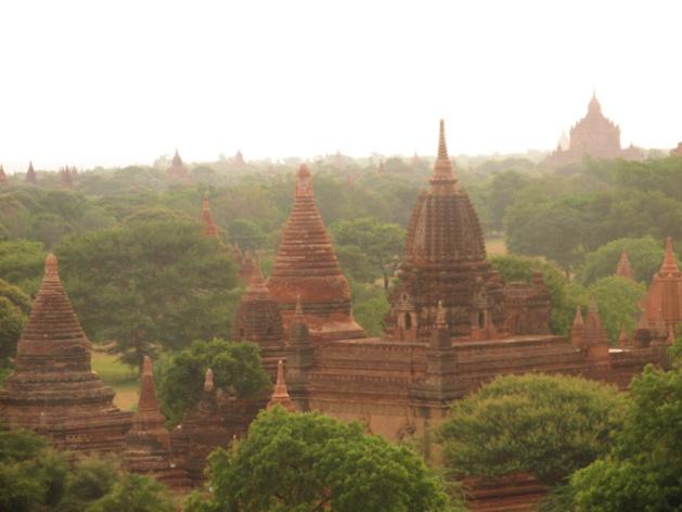 Templos em Bagan. Crédito : Gemma Kentish