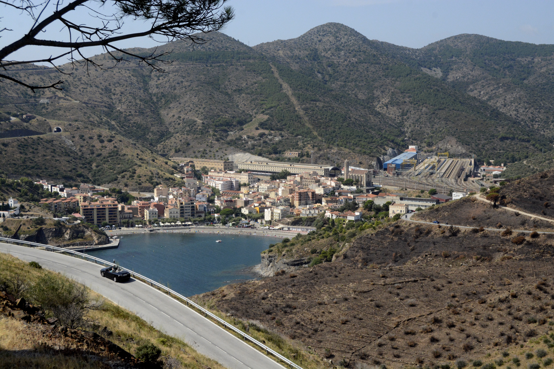 La ville de Portbou vue depuis les montages, à deux pas de la frontière française. Crédit Auriane Guiot