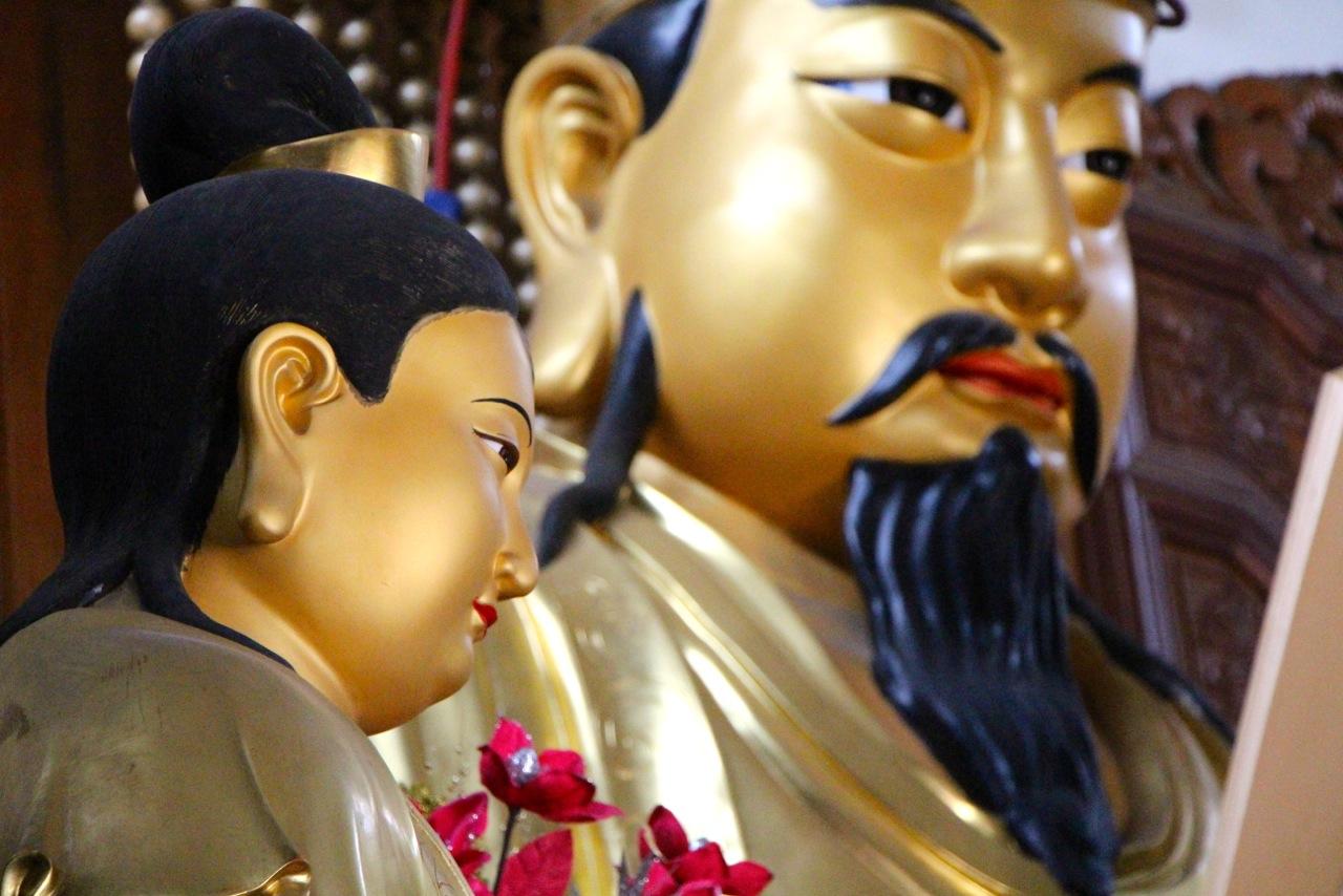 Sculpture de Confucius dans un temple chinois - Crédit Eugénie Rousak
