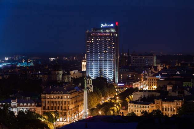 El hotel de lujo RadissonBlu en Riga. Crédito latvianchamber.co.uk