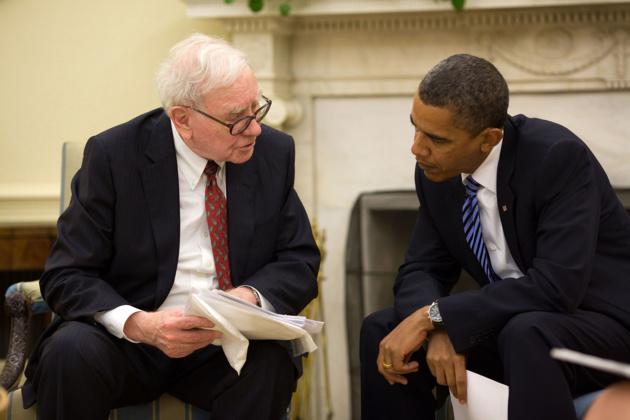 Un incontro tra Barack Obama e l'imprenditore Warren Buffett -  Fonte Wikipedia Commons