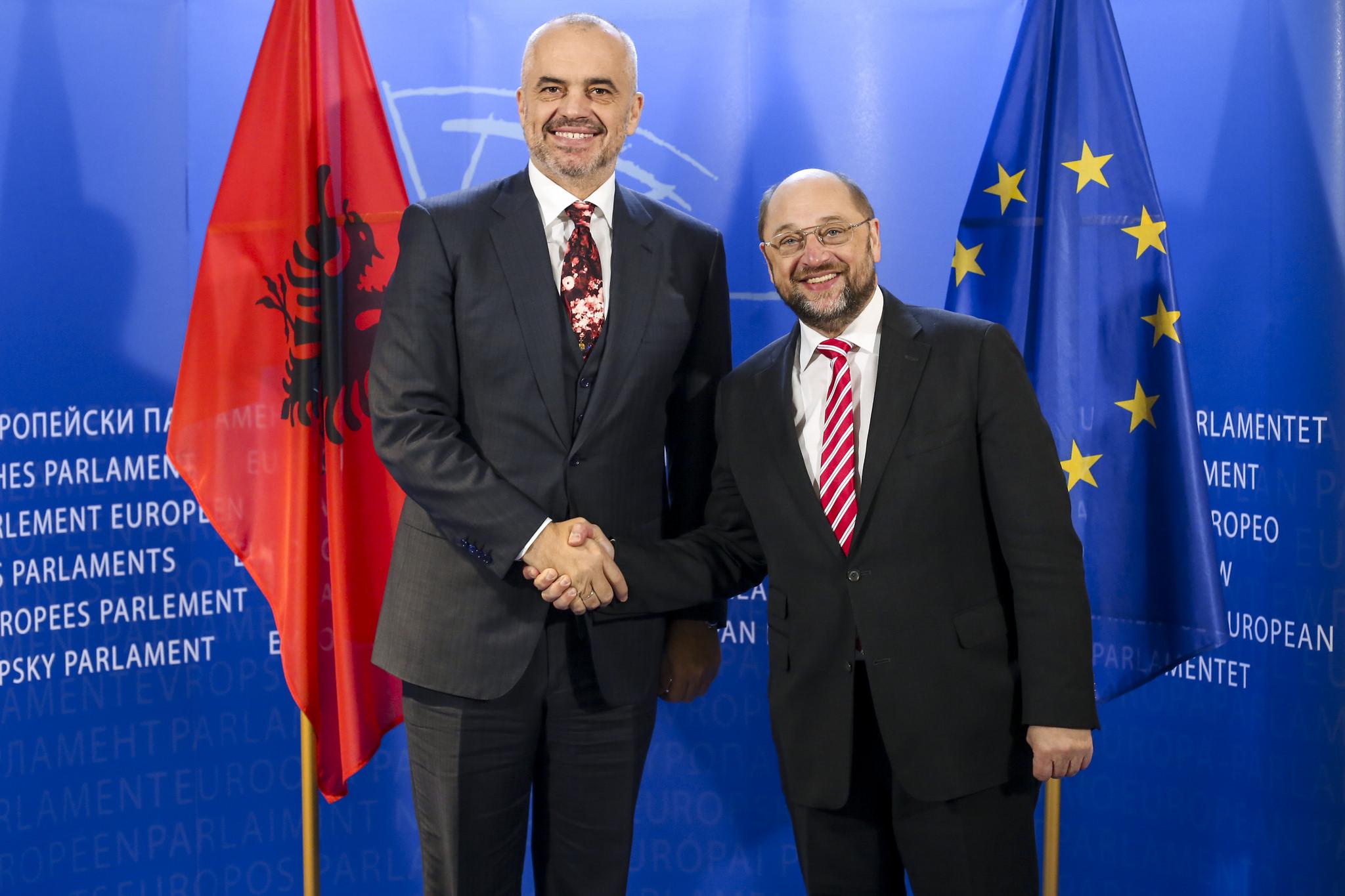 Edi Rama et Martin Schulz, président du Parlement européen, le 9 décembre 2014. Crédit Union Européenne 2014 - Parlement européen (licence CC BY-NC-ND 2.0).