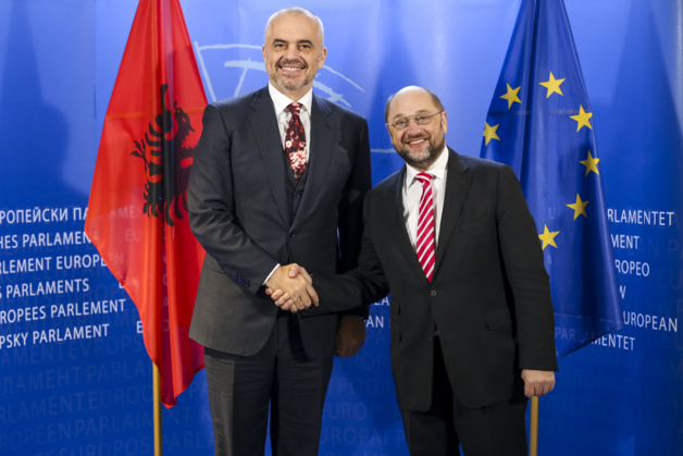 Edi Rama e Martin Schulz, Presidente del Parlamento europeo il 9 dicembre 2014. Fonte: Unione europea nel 2014 - Parlamento europeo (CC BY-NC-ND 2.0 licenza).