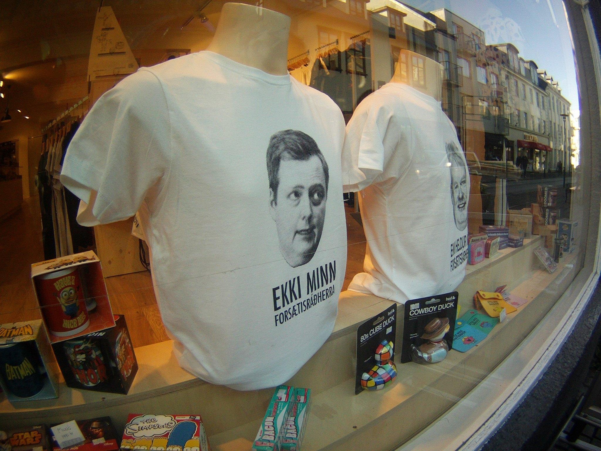 Des t-shirts à l'effigie du Premier ministre Sigmundur Davíð Gunnlaugsson avec la mention «pas mon premier ministre». Crédit : Solveig Veyssiere