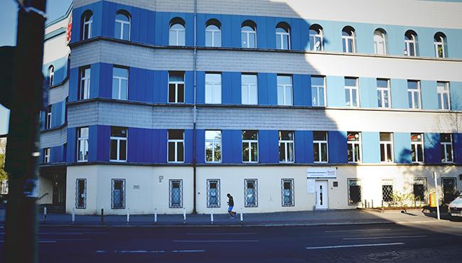 Rue bleue. Crédits : Chloé Marchal