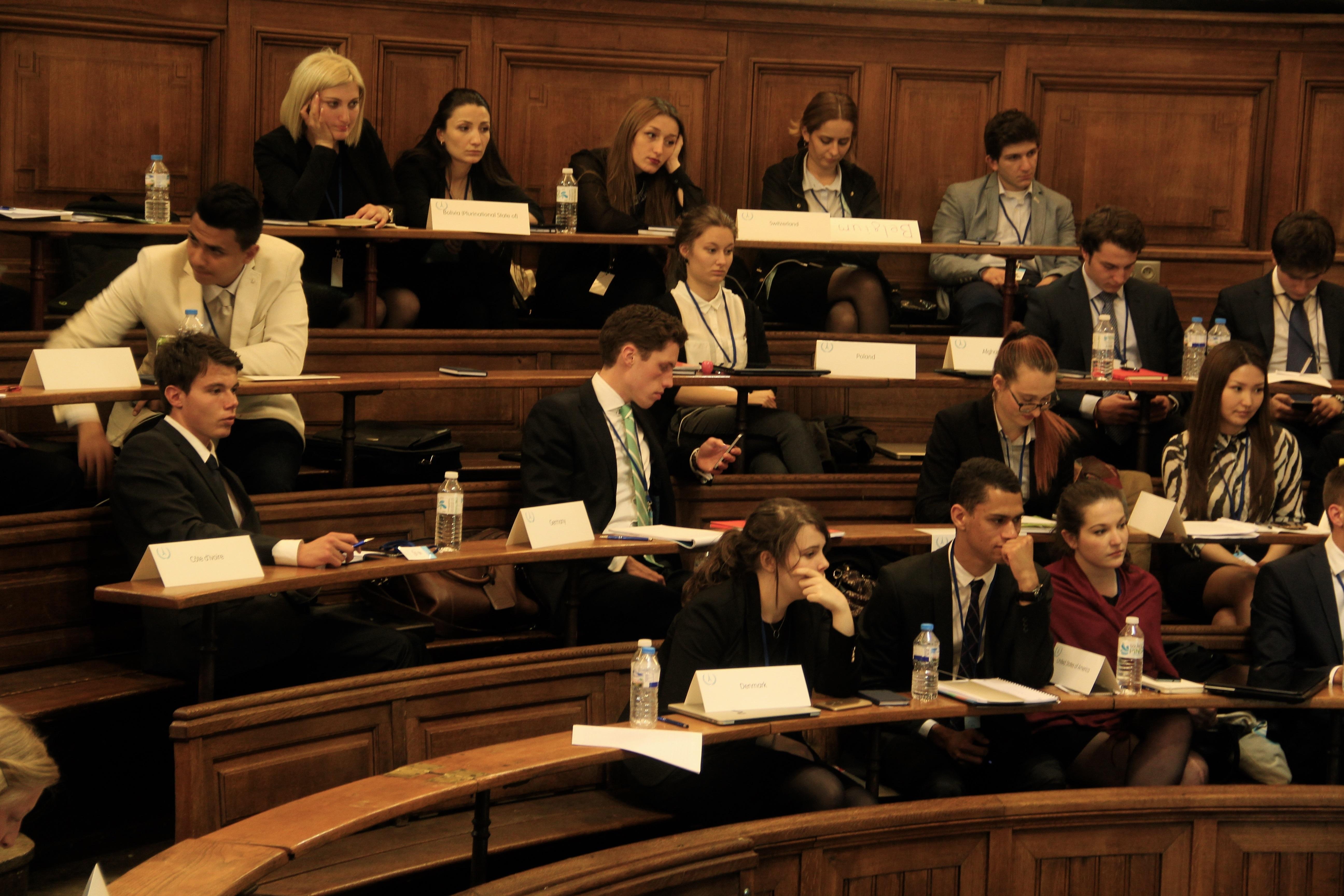 Les délégués commencent à fatiguer à l'ECOFIN en fin de journée. - Crédit Lisa Hugouvieux