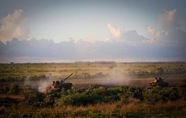 La mission de l'Union africaine en Somalie (AMISOM) et l'armée somalienne lors d'une opération anti Al-Shabaab. Crédit : Flickr – United Nations.