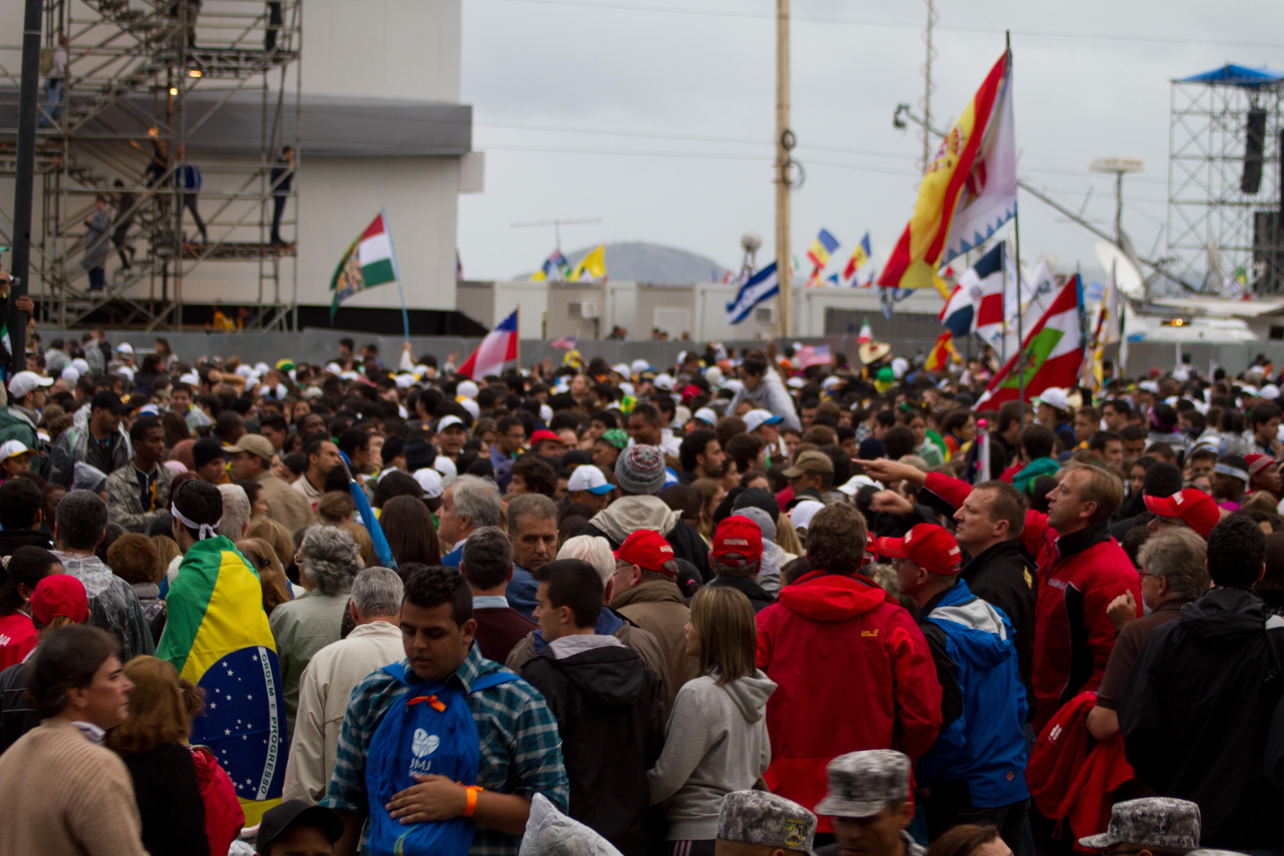 Une foule de pèlerins lors des JMJ de Rio en 2013. Crédit worldyouthday.com.