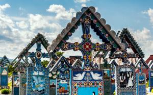 Rire et mourir : voyage dans le cimetière joyeux de Săpânța