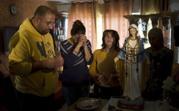 Israël : la Vierge Marie « pleure » le monde